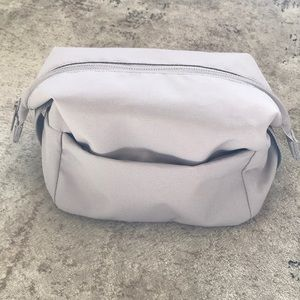 Everlane cosmetic / makeup / toiletry bag - grey